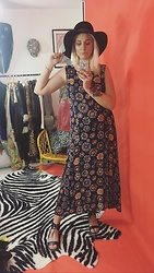 Syla Sassowna - Strange Ray Vintage Dress, Strange Ray Vintage Hat - 70's are Back!