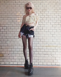 Emmalynn V - Jeffrey Campbell Shoes Boots, Lee 90'S Vintage Cut Off Shorts, Moschino Belt, Urban Outfitters Lace Crop Top, Céline Celine Sunglasses - MBFW Fashion Week Berlin