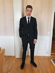 Andreas Sundbom - Calvin Klein Blazer, The Shirt Factory, Riley Tie, Filippa K Suit Trousers, R.M. Williams Dress Shoes, R. M. Williams Belt - Classy occasionally