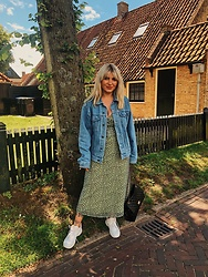 Lana Leblanc - Asos Dress, New Balance Sneaker, Vintage Jacket - Flower power and kicks