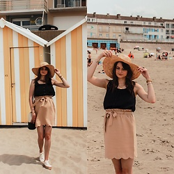 Audrey - New Yorker Top, Pull & Bear Shoes, Y'Coo Skirt - At the beach.