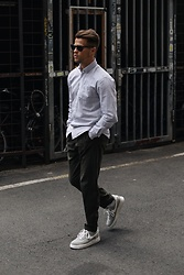 Kevin Elezaj - Nike Sneakers, Cos Pants, Topman Shirt, Ray Ban Glasses - Exhibition mode