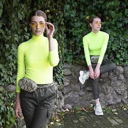 Alba Granda - Pull & Bear Yellow Neon Sweater, Stradivarius Animal Print Fannypack, Femme Luxe Cargo Pants, Stradivarius Chunky Sneakers, Zaful Yellow Sunnies - Fluor