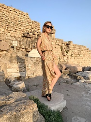 Anna Borisovna - Mos Mosh Dress, Céline Sunglasses, Other Stories Shoes - The Mos Mosh Dress