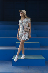 Ewa Michalik - Pull & Bear Dress, Paulabaar Bag, Hathat Cap, Asics Sneakers, Vasuma Sunglasses - Holiday time