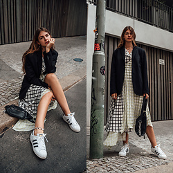 Jacky - Zara Blazer, Asos Dress, Bershka Belt Bag, Adidas Sneakers - Midi Dress casual chic styled