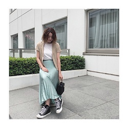 Chihiro_04.10 - Converse Shoes, Zara Bag, H&M Skirt, Zara Shirt, Instagram - Shirt layered
