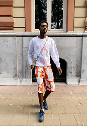 Jon The Gold - Band Of Outsiders White Embroidered Sweater, Band Of Outsiders Poppy Red Shorts, Nike Air Max Sneakers, Anello Crossbody Bag - Poppy Red