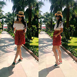 Maria Perchekliy - Sensay Skirt, Crocs Flip Flops, Zaful Top, H&M Hat - Palm Beach