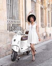 Camillemourey - New Look Robe, Bershka Boucles D'Oreilles, Mango Sandales - White dress