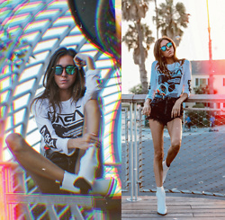 Jenny M - Amazon Fashion Nasa Graphic Tee, Aldo White Leather Boots, Zara Black Denim Shorts - INTO OUTER SPACE // @thehungarianbrunette