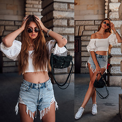 Jacky - Ray Ban Sunglasses, Styleaddict Shirt, Zara Shorts, Unlimit Bag, Converse Sneakers, Onvacay Anklet - Summer uniform: denim shorts and off-shoulder shirts