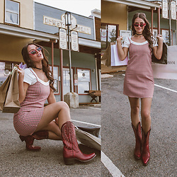 Shelly Stuckman - Ariat Tailgate Western Boots, Guess Cat Eye Sunglasses, Wild Lilies Jewelry, Philadelphia Velvet Choker, Cotton On White Crop Tee, Brandy Melville Usa Plaid Mini - Retail Therapy