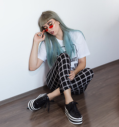 Nataša Đurović - Shein Grid Leggings, Deichmann Shoes - The one thing I know is, I can't stop now.