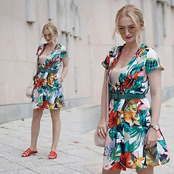 Daria Darenia - Zara Dress - TROPICAL FLOWERS
