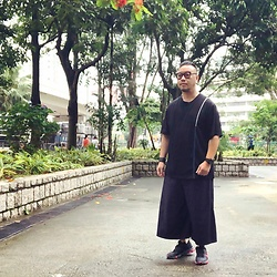 Mannix Lo - Online Shop Stitching Tee, Yohji Yamamoto Wide Pants, Nike React Element 55 Sneakers - There does exists a world behind your sight