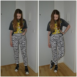 Mucha Lucha - Bershka T Shirt, Asos Jeans, Adidas Sneakers - The lion king