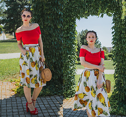Drew - Rouzit Top, Rouzit Skirt, Deichmann Bag, Topankovo Shoes - Pineapples