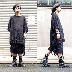@KiD - Newyork Hat Big Apple, Ch. Oversized Tee, Komakino Bondage Shorts, Dr. Martens Unknown Pleasures 8 Hole - JapaneseTrash522