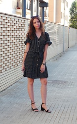 Ana Mª Aranda - Dresslily Polka Dots Dress, Primark Sandals - Polka dots dress