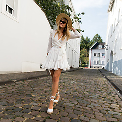 Catherine V. - Asos Straw Hat, Loavies Puffy Sleeves Top, Storets Skirt, Le Temps Des Cerises Wedge Espadrilles, The Kooples Emily Bag - SUMMER FAVORITE : ALL WHITE