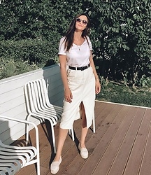 Anya Prosto - Missguided Skirt, Pull & Bear T Shirt - Last summer weekend