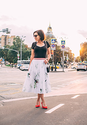 Lindsey Puls - Ted Baker Skirt, Kate Spade Bag - My 5 Year Blogiversary $100 Nordstrom Gift Card Giveaway