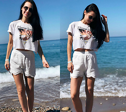 Maria Perchekliy - Mango T Shirt, Zaful Shorts, Ray Ban Sunnies - Sea side