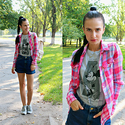 Maria Perchekliy - Mango T Shirt, Colins Shirt, Nike Sneakers - Back to School