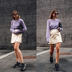 Jacky - Baum & Pferdgarten Sweater, Baum & Pferdgarten Skirt, Balenciaga Sneakers, Maison Heroine Bag - Color Blocking: Combining purple and yellow