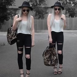 Sammi Jackson - Primark Black Fedora, Zaful Sunglasses, Topshop Cami, Oasap Ripped Jeans, Everything5pounds Leopard Print Backpack, Primark Strappy Sandals - LEOPARD BAG