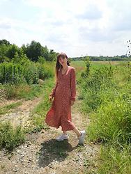 Justyna - Nike White Sneakers, Maxi Flower Dress - Sunny Day