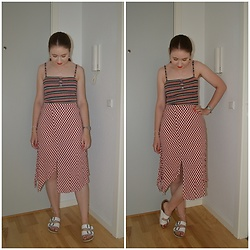Mucha Lucha - Bershka Top, Bershka Skirt, Vrs Sandals - Summery print mixing