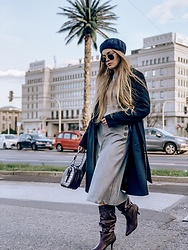 Marta Caban - Zerouv Glasses, Orsay Coat, Orsay Shoes - AUTUMN GRAY