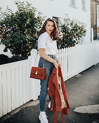 Gabrielle Bassett - Nike Airmax 95, New Look High Waist Jeans, Ted Baker Crossbody Bag - By the apple trees