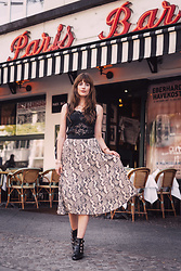 Andrea Funk / andysparkles.de - H&M Skirt - Midi Skirt and Lace Top