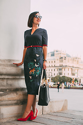 Lindsey Puls - Ted Baker Dress, Tory Burch Bag - A Complete Guide to Dressing for the Bolshoi Theatre (for Bo