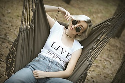 Ewa Macherowska - Only Jeans, Nn T Shirt, Nn Sunglasses, Vezzi Jewellery - Chill