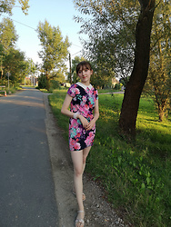 Justyna - Ccc Pink Snadals, Flower Dress - Floral Dress