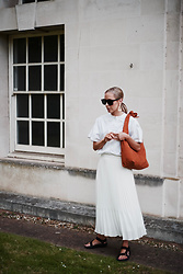 Daniella Robins -  - Styling Summer Whites & Talking Tanning