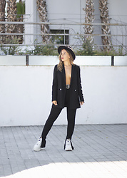 Claudia Villanueva - H&M Hat, Stradivarius Blazer, Zara Leggings, Buffalo London Sneakers - How to look sexy in a suit
