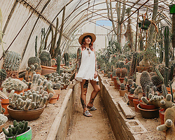 Jessie Barber - Free People Right On Time Tunic, San Diego Hat Company Straw, Forever 21 Bike Shorts, Madewell Fest Aviators, Amazon Cork Slide Sandals - Palm Springs