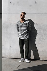 Kevin Elezaj - Converse Sneakers, Weekday Pants, Weekday Longsleeve, Ray Ban Glasses - Stripes