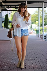 Moda_i_takie_tam - Zara Cream Blouse, H&M Jeans Shorts, Trussardi Jeans Caramel Bag, Zara Suede Boots - Catch the moment