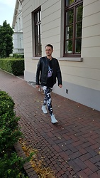 André Riegel - Sisley Patent Leather Jacket, Jack & Jones Skull T Shirt, Kapow Meggings, Phinomen Hightop Sneaker - On the way to my Date