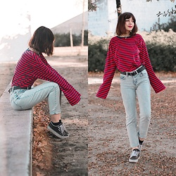 Filipa Lopes - Ninja Cosmico Loose Long Sleeve Striped Top, Bershka Slim Fit Jeans, Vans Black Sneakers - I'll split you in two