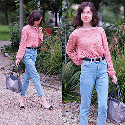 Claire H - Sézane Yvette Jumper, Mango Slim Mom Jeans, Högl Two Tone Pumps, Longchamp Shopper Le Pliage Néo - Feeling Parisian