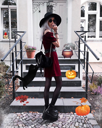 Kimi Peri - Killstar Fedora Hat, Naked Wolfe England Boots, Current Mood Mean N' Misunderstood Mini Dress, Current Mood No Recess Faux Fur Backpack, Tommy Vowles Vegan Leather Harness Belt, Brille24 Glasses, Black Tights - This Is Halloween 🎃