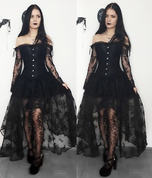 Raven von Strange - Pamela Mann Tights, Goth Mall Dress, Goth Mall Shoes - Lace