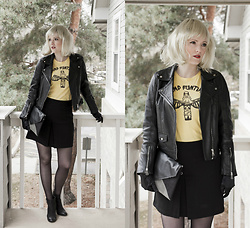 Emily S. - Teepublic Camp Funtime Tee, Forever 21 Skirt, Etsy Bag, Lucky Brand Ankle Boots, Zara Leather Jacket - Heart of Glass - Blondie Costume